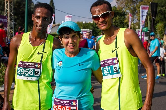 זהבה שמואלי עם הראשונים ב-2014: גירמה אמרה (בימין התמונה) ואיימרו עלמיה