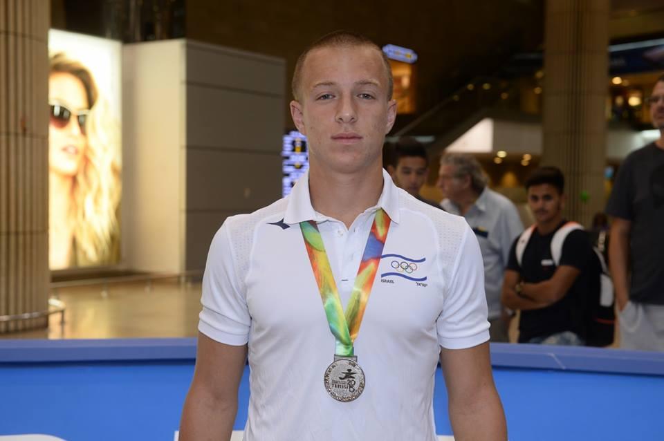 אריאל אטיאס סיים את העונה עם מדליית כסף על צווארו (צילום באדיבות הוועד האולימפי בישראל)