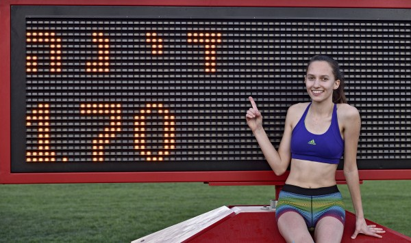 דינה מז'ידוב עם התוצאה שהכניסה אותה לתחרות (צילום: טיבור יגר)