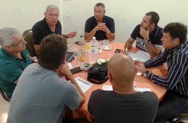מאמני הקפיצות בדיון על תכנית עונת 2016