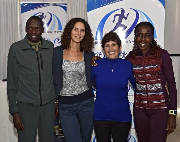 לורנה קיפלאגאט (מימין), זהבה שמואלי, ענבל דרוקר וריצ'ארד מוקצ'ה (צילום: טיבור יגר)