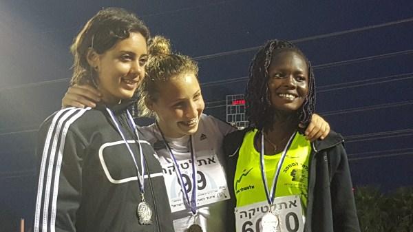 זוכות המדליות בנערות (מימין לשמאל): אסתר גבריאל (ארד), נעה מאור (זהב) ואמינה מסעוד (כסף)