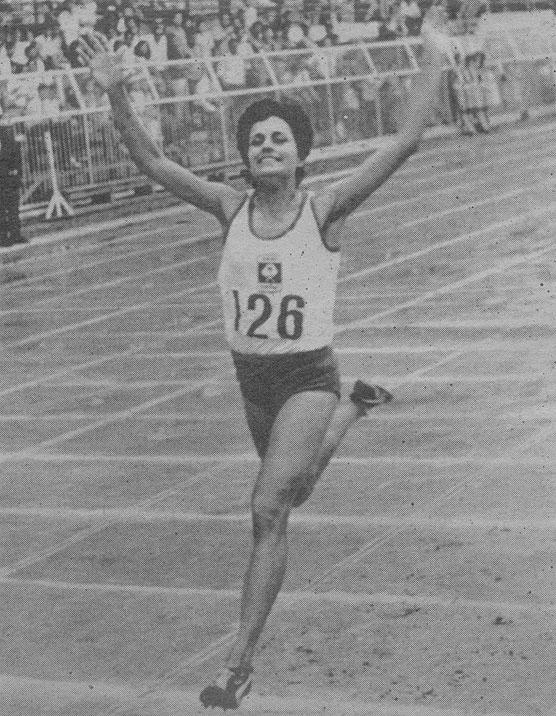 חנה שזיפי בסיום ריצת ה-1500 מ' בה קבעה את שיא אסיה