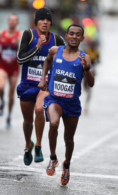 טסמה מוגס כבר לבש את ההלבשה של נייקי באליפות העולם בחצי מרתון בקארדיף (צילום: ג'ירו מוצ'יזוקי)