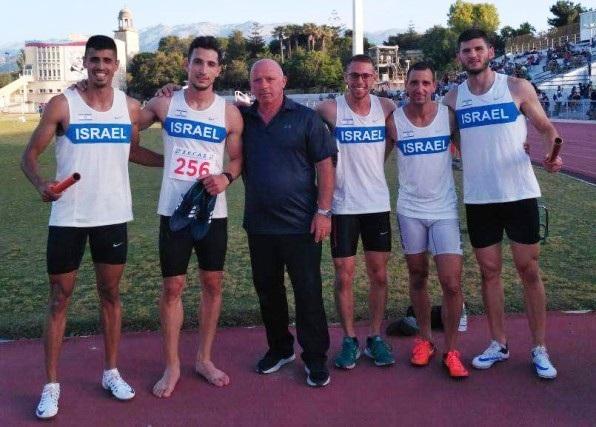 נבחרת השליחים עם המאמן קרלו רפאלי לאחר התחרות בחאניה