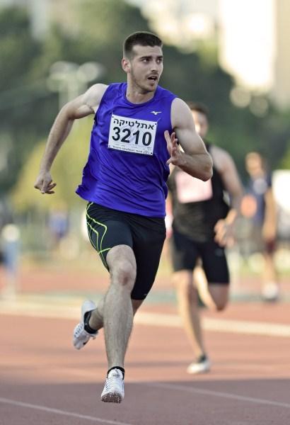 רומן דידיקוב הפך לרץ הישראלי השישי בטיבו בריצת 60 מ' באולם (צילום: טיבור יגר)