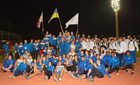 כל המשלחות בתמונה משותפת בסיום התחרות (צילום: טיבור יגר)