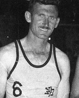 מנחם קורמן בתקופה בה שיחק כדורסל במכבי תל-אביב ובנבחרת ישראל