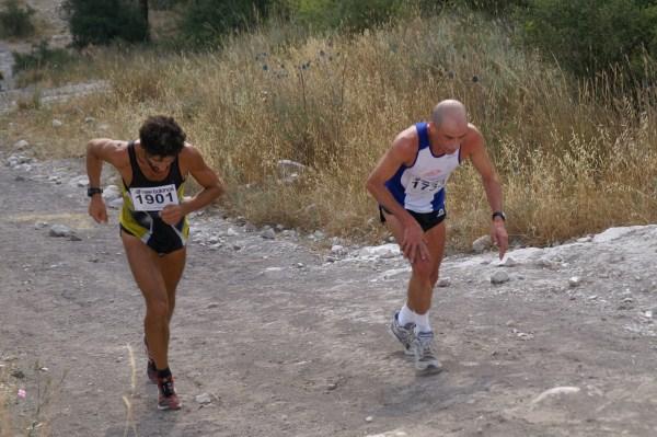 חיים מלכה (משמאל) - האיש המזוהה ביותר בישראל עם ריצת הרים
